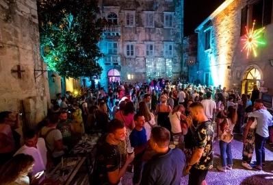 Vrhunskim partyjem u srcu porečke starogradske jezgre otvoren 19. Street art festival