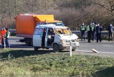 Četiri poginule osobe, pet ozlijeđenih u teškoj prometnoj nesreći na A1