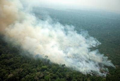 Bolsonaro šalje vojsku da gasi požare u Amazoniji